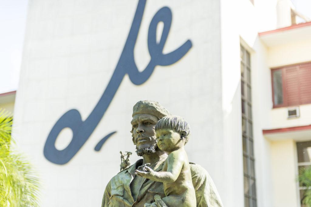 Statua del Che e del bambino, Santa Clara