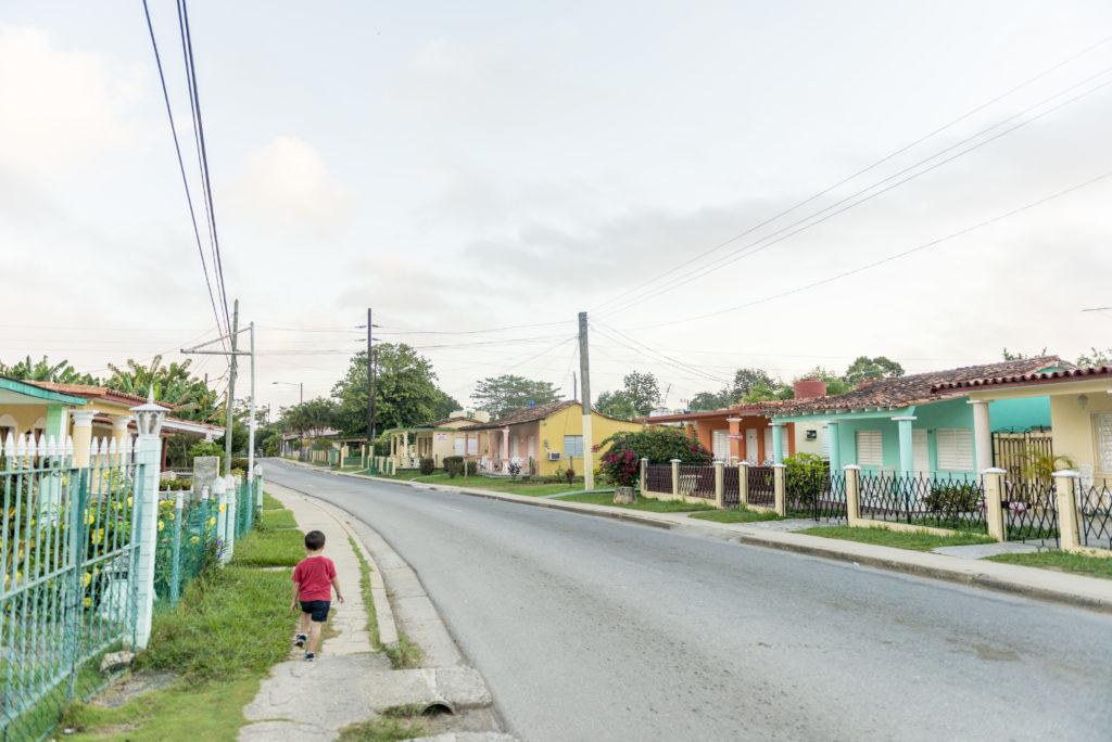 Le case colorate e le strade poco trafficate di Viñales